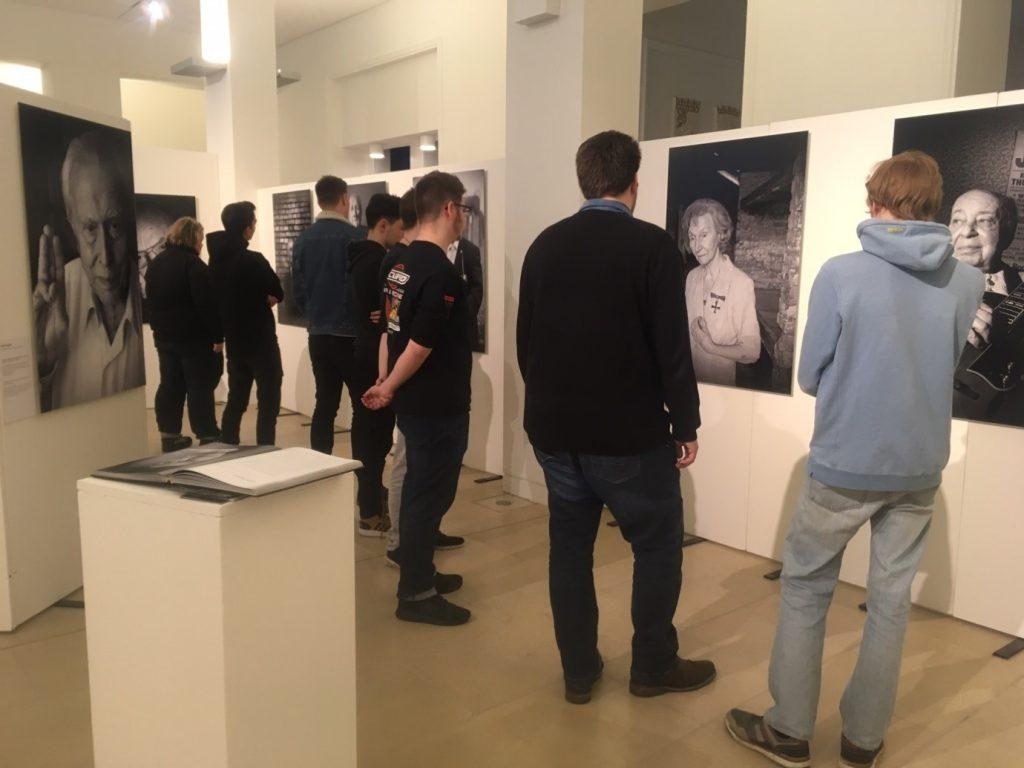 """Besuch der Ausstellung """"KZ Überlebt"""" der TA018 des BBZ am Nord-Ostsee-Kanal am 10.03.2020."""